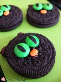 halloween party food: Oreo Monsters